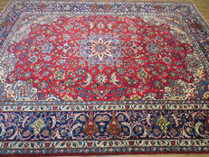 Wonderful and beautiful Persian carpet, Isfahan/Iran, 390 x 299 cm, end of the 20th century. Mint condition