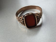 Antique rose gold men's ring with agate-carnelian