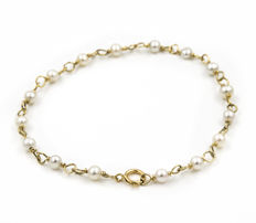 Yellow gold (18 kt) – Bracelet – Pearls of 4 mm – Length: 19 cm