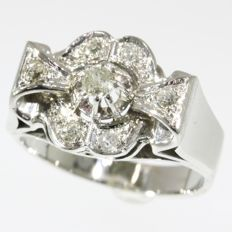 Retro cocktail ring in 18K white gold with 0.28 ct diamonds