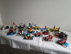 Classic Town / Adventurers / Space - 18 sets o.a. 5928 + 6854 - Bi-Wing Baron + Alien Fossilizer