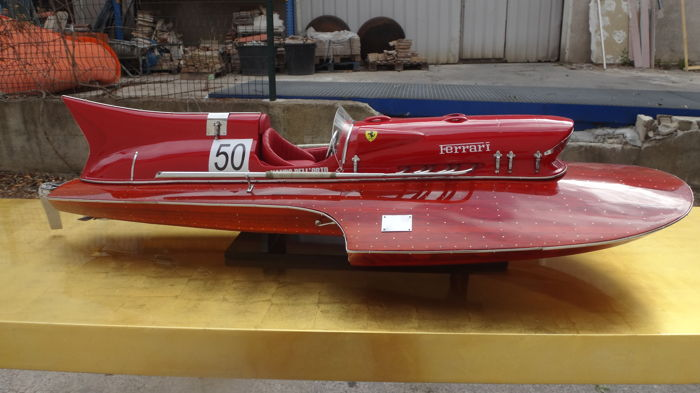 Well executed and finely detailed model of the 1951 Timossi-Ferrari racing hydroplane Arno XI 75 cm