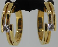 18 kt yellow gold earrings set with brilliant cut diamonds 0.18 ct, 17.8 mm