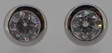 18 kt white gold brilliant cut diamond earrings (studs) 0.92 ct total