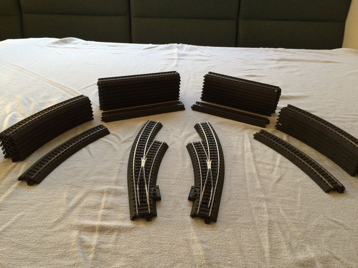 Märklin H0 - Tracks - 34-part C-rail oval with catch-up track 184x84cm