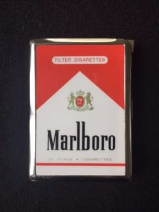 MARLBORO metal cigarette holder with lighter - period approx. 1970