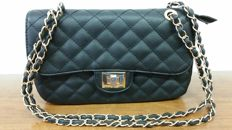 Handbag – Made in Italy – In genuine hand-crafted quilted leather with chain strap.