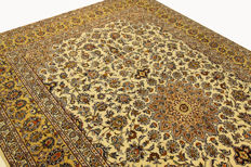 Fine Persian carpet Kashan 4.02 x 2.63 cream handwoven high quality new wool oriental carpet TOP CONDITION SIGNATURE