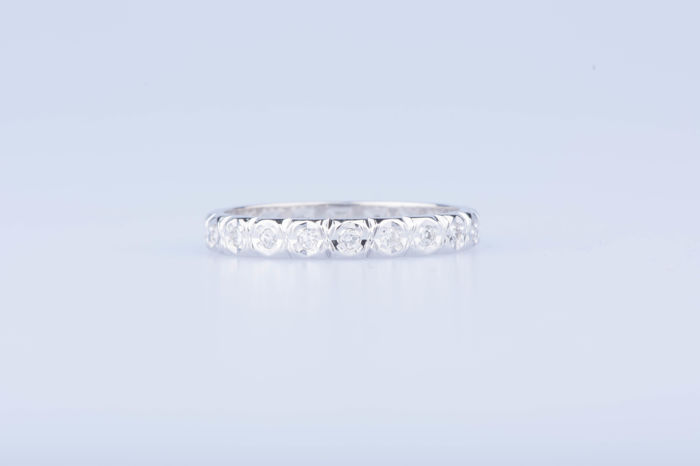 18 kt white gold ring with 20 diamonds of approximately 0.20 ct in total