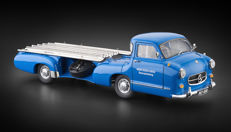 CMC - Scale 1/18 - Mercedes-Benz Race Car Transporter 'Blue Wonder' 1954/55
