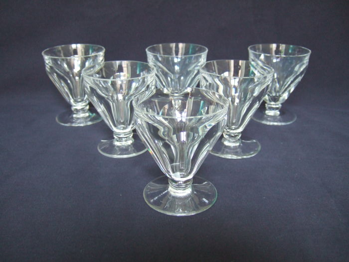 6 wine or port wine glasses in Baccarat cut crystal, model Talleyrand (derived from Harcourt), France, 30s