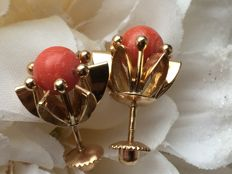 Gold earrings with precious coral, large model