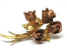 Vintage bouquet gold brooch in yellow gold & pink gold roses