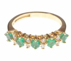 18kt emerald and 0.16ct diamond eternity band - Ring size : J 1/2.