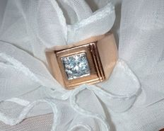 Rose gold (750) signet ring, with 0.80 ct diamond