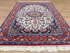 Persian ISFAHAN with silk on silk - approx. 640,000 knots per square metre - approx. 153 x 105 cm - in VERY GOOD CONDITION! - with certificate of authenticity