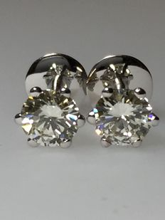 18 kt White Gold 1.71 ct Diamond Stud Earrings