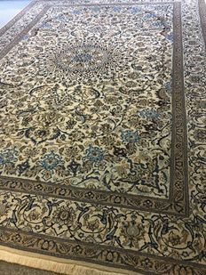 Beautiful, original Persian Nain in exclusive, plant-based colours! in mint condition - approx. 300 x 400 - free shipping to Europe!!
