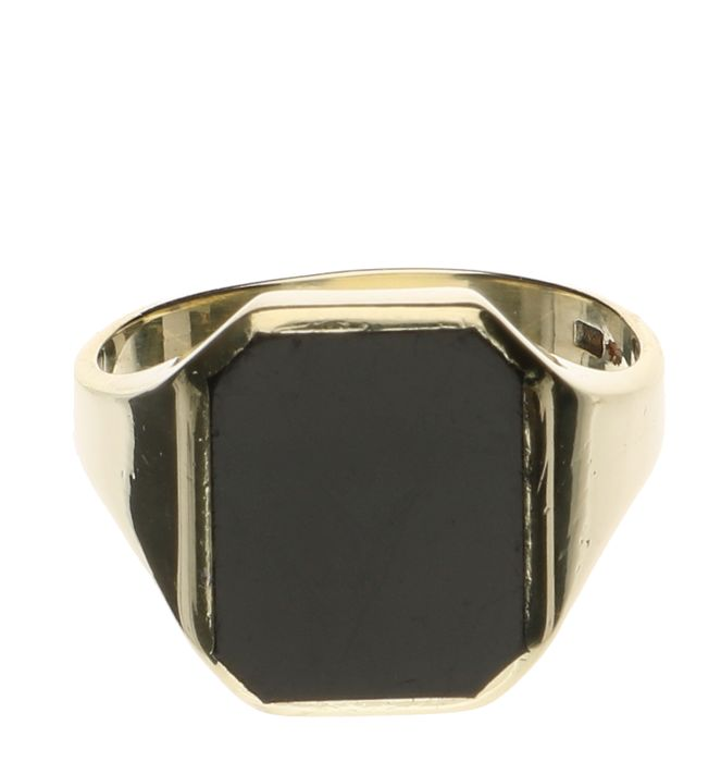 14 kt yellow gold signet ring with onyx stone, ring size 19.5
