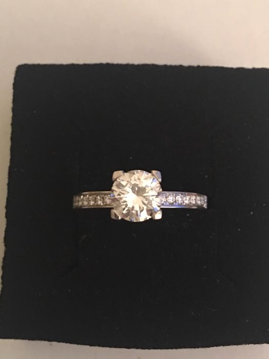 White gold set with a 1.25 ct center diamond - ring size 15