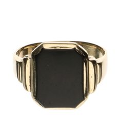 14 kt yellow gold signet ring with onyx stone - size 19.5