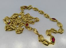 18 kt. Yellow gold chain choker with red stones Measurement 45 cm