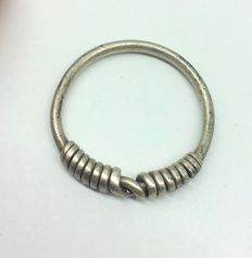 "Medieval period - Viking silver twisted ring with ""Knot"" bezel - 25 mm"