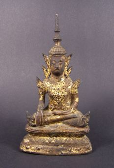 A gilded bronze sculpture of Buddha in Rattanakosin style - Thailand/Siam - 19e eeuw