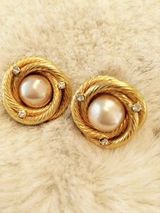 Chanel faux pearl earrings clip-on