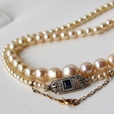 Pearl necklace with genuine old Akoya salt water pearls and Art Deco clasp with sapphire and rose cut diamonds in platinum, ca. 1920-1940