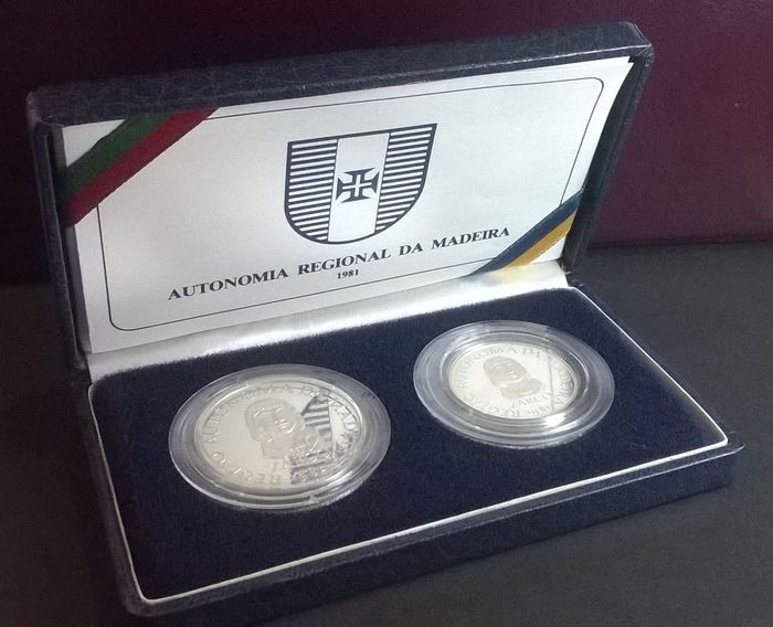 Portugal Case With 2 Silver Proof Coins 25 And 100 Escudos 1981