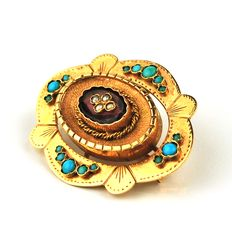 Intricately made 18Karat Gold Brooch, with Turquoise and little Pearls - (Size: 3.5 x 2.8 x 1.2cm)