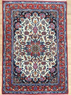 Persian ISFAHAN cork with silk on silk - approx. 640,000 knots per square metre - approx. 153 x 105cm - in VERY GOOD CONDITION! - with certificate of authenticity
