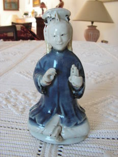 Rare figurine of a God made of Famille Rose porcelain - China - 18th century.