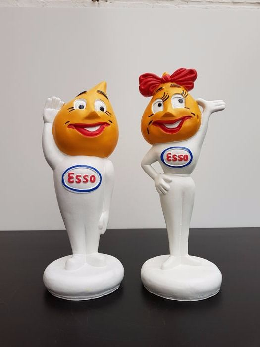 Beautiful pair of statues - Esso Pair - In perfect condition for sale