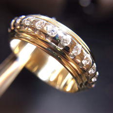 18KT gold ring with diamonds.size 12.5(52.5)