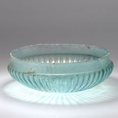 A Roman Glass Ribbed Shallow Bowl- 13,7 cm