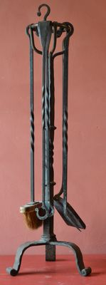 Great fireplace set with 5 elements in wrought iron, French