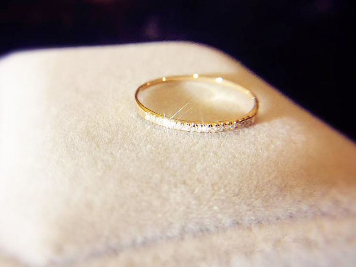 18 kt Gold and 15 Diamonds 0.08 ct ring - 16.6 mm - No Reserve Price