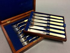 Silver plated fish place settings for 6 persons in original wooden cassette, B.B, England, ca. 1910
