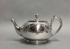Silver plated tea pot with floral engraving, M&H, England, ca. 1900