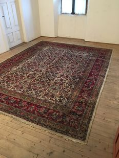 Hand-knotted Saruk carpet – measurements: 357 x 277 cm, India, 2nd half of the 20th century.