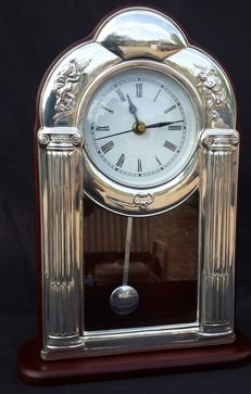 Sagni branded pendulum table clock with sterling silver frame – in working order – Italy, second half of the 20th Century