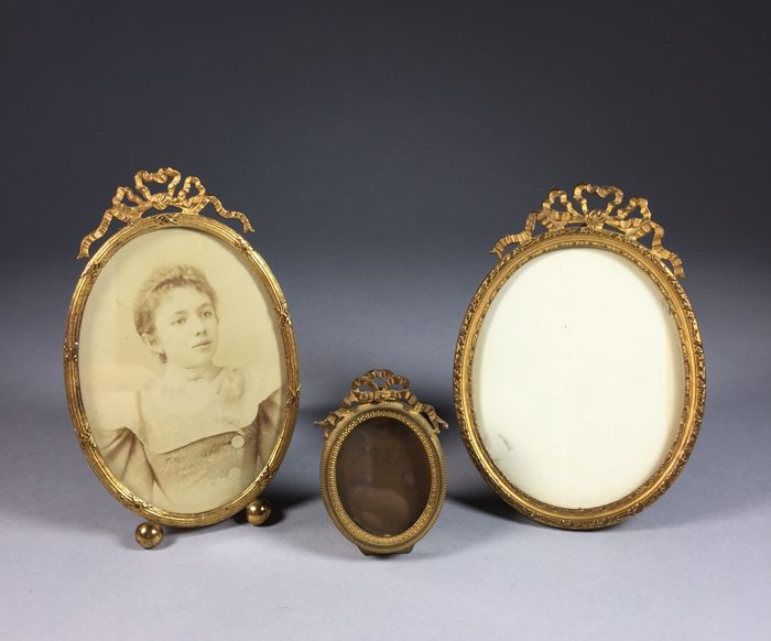 Three oval brass picture frames in Louis XVI style - France - ca. 1900