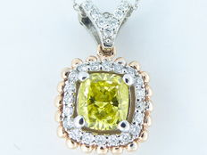 18 kt gold pendant with fancy, intense yellow coloured diamond, 0.75 ct & 56 diamonds, 0.25 ct – 44 cm