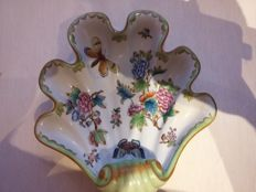 Herend Queen Victoria decor porcelain shell