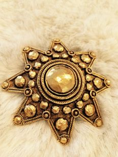 Rarity!  Gorgeous vintage Chanel broche