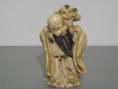 Man and child sculpture in ivory - China - approx. 1920