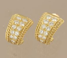 14 kt yellow gold clip-on earrings, set with 22 brilliant cut diamonds of approx. 1.60 ct in total, size 1.1 x 1.5 cm