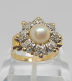 18 kt yellow gold cocktail ring – Pearl and diamonds